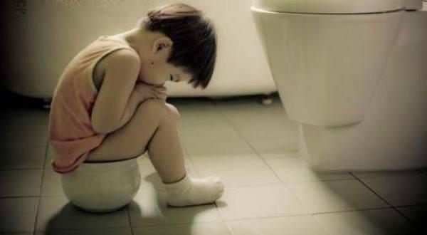 nhận biết dấu hiệu rối loạn tiêu hóa ở trẻ em- trẻ bị táo bón