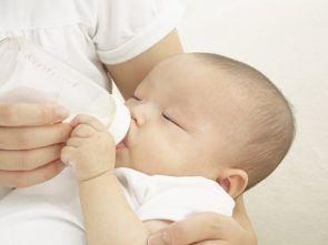 trẻ bị ọc sữa nôn trớ 1