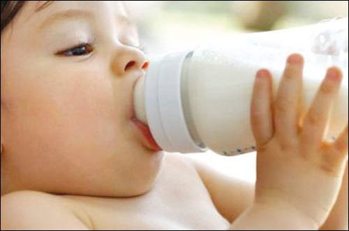 bổ sung sữa cho bé
