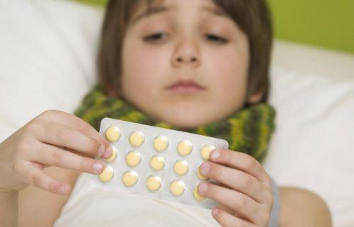 Trẻ bị rối loạn tiêu hóa do uống nhiều thuốc kháng sinh