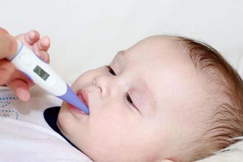 Cách xử lý, chăm sóc khi trẻ bị sốt mọc răng
