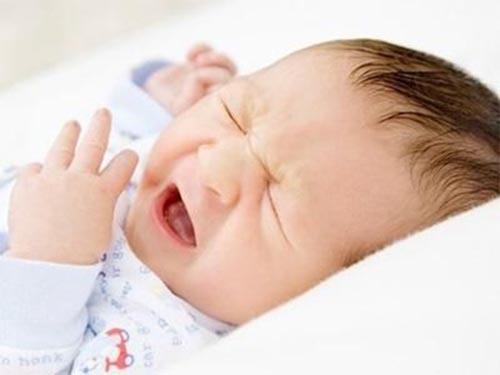 Cách xử lý khi trẻ 1 tuổi, dưới 1 tuổi bị đau mắt đỏ