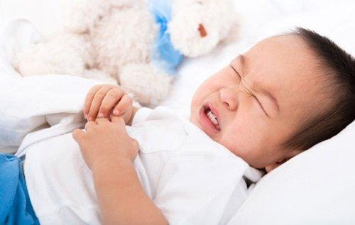 trẻ bị ngộ độc hóa chất