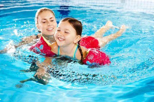bệnh trẻ dễ mắc khi bơi