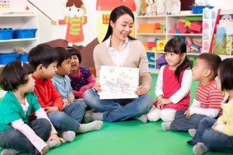 cho trẻ đi mẫu giáo có tốt không?