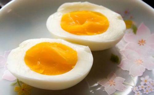 trứng gà bổ nhưng trẻ không nên ăn nhiều