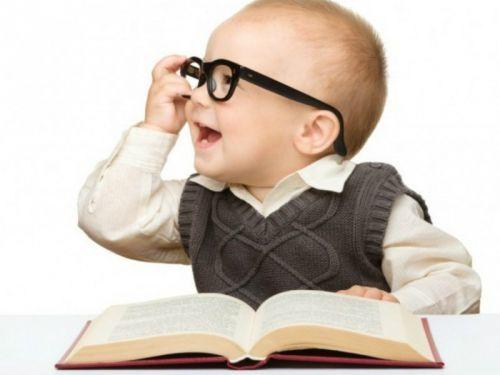 trẻ phản xạ ngôn ngữ