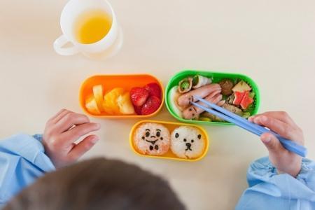 phân chia bữa ăn cho trẻ hợp lý