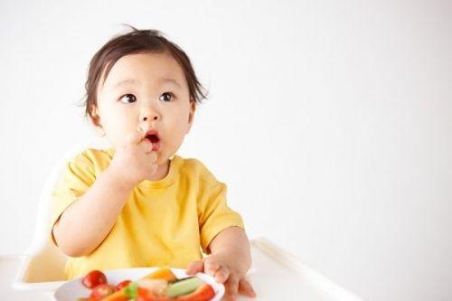 loại quả trẻ không nên ăn khi đói