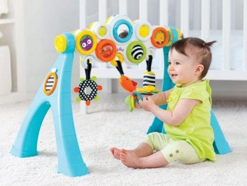 cho trẻ chơi trong không gian thoáng mát