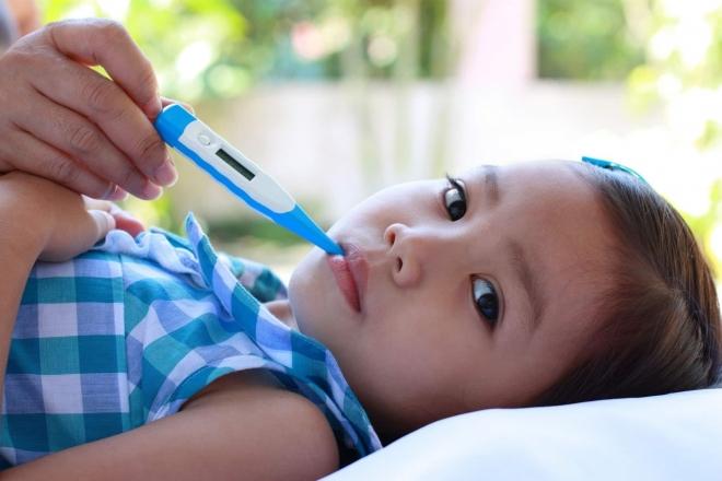 chăm sóc trẻ sốt siêu vi