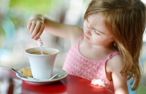 trẻ em không nên uống cà phê
