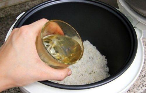 nấu cháo bằng nước nóng