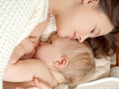 thức ăn ảnh hưởng đến sữa mẹ