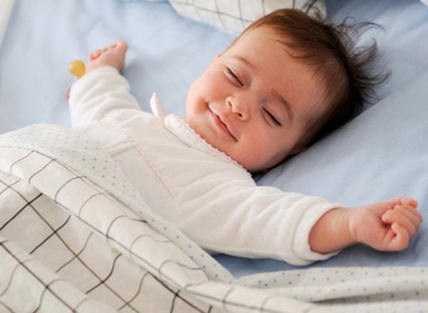 đặt trẻ ngủ đúng tư thế