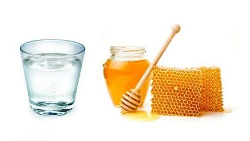 mật ong pha với nước ấm