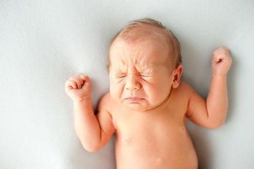 trẻ xì hơi quá 10 lần trong ngày