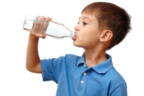 uống nước chữa táo bón cấp tốc