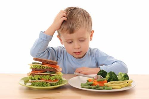 Trẻ kém hấp thụ thường biếng ăn, chậm phát triển chiều cao