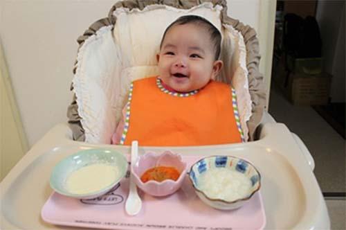 Ăn dặm kiểu Nhật cho bé thói quen tự ngồi ăn, giúp bé ăn nhanh và tập trung hơn