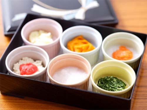 Trong ăn dặm kiểu Nhật, các món ăn nấu riêng lẻ, không trộn chung