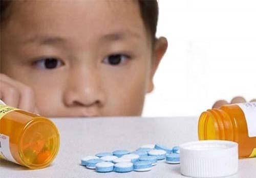 Dùng kháng sinh dễ khiến trẻ bị đi ngoài phân sống