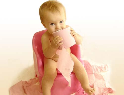 Những điều mẹ nên biết về tình trạng trẻ đi ngoài phân sống