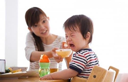 Rối loạn tiêu hóa khiến bé lười ăn, chậm tăng cân