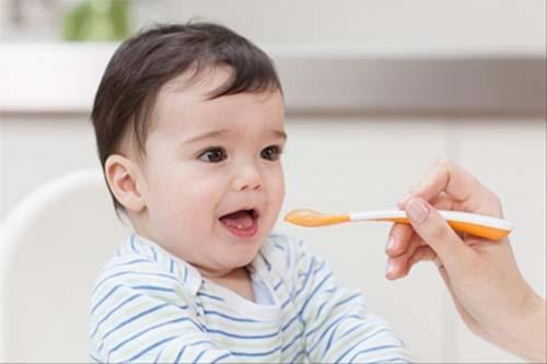 Thực đơn ăn dặm cho bé 7- 8 tháng tuổi cần bổ sung nhiều dưỡng chất hơn