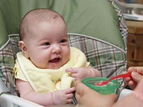 Thực đơn ăn dặm truyền thống cho bé 6 tháng tuổi