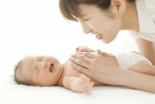 Mẹ nên xử lý thế nào khi trẻ bị đầy bụng?