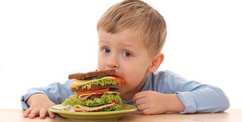 Trẻ bị rối loạn tiêu hóa có sốt không?