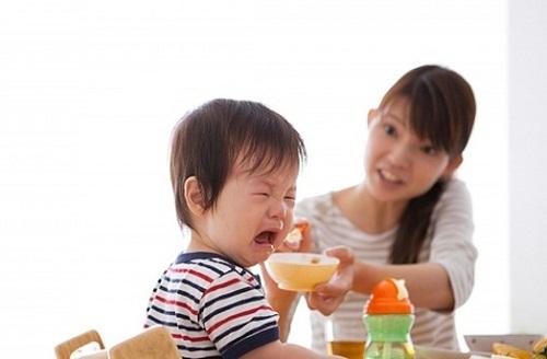 Trẻ ăn uống kém
