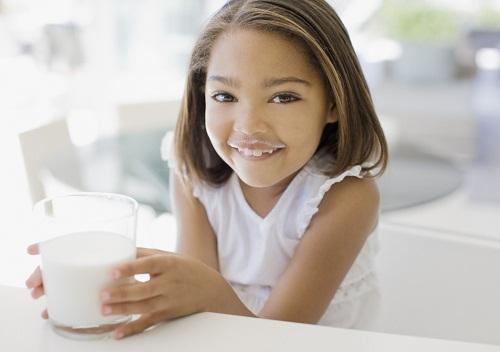Sữa giúp bé tăng cân nhanh hơn