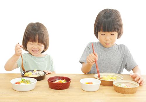 trẻ ăn ngon tự nhiên