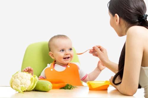 Cách cho bé ăn dặm đúng cách lần đầu tiên