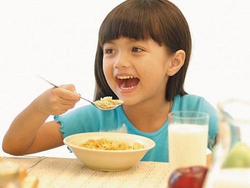 Kích thích trẻ ăn ngon tự nhiên