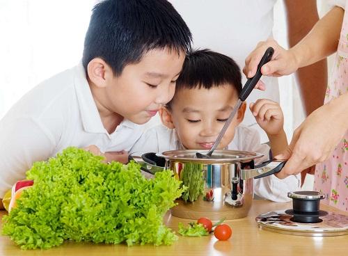 Trẻ bị rối loạn tiêu hóa nên bổ sung rau xanh