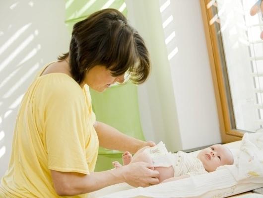 Trẻ sơ sinh 1 tháng tuổi bị đi ngoài