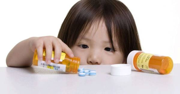 trẻ bị tiêu chảy do dùng kháng sinh